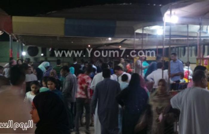 بالصور.. تزايد أعداد المواطنين المحتفلين بالعيد بعد تحسن الأحوال الجوية