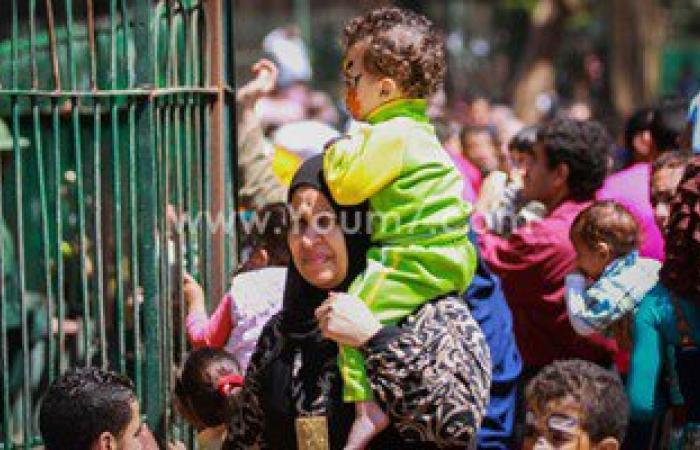 """زوار حديقة الحيوان يتزاحمون أمام """"بيت عتريس"""" فى ثالث أيام العيد"""
