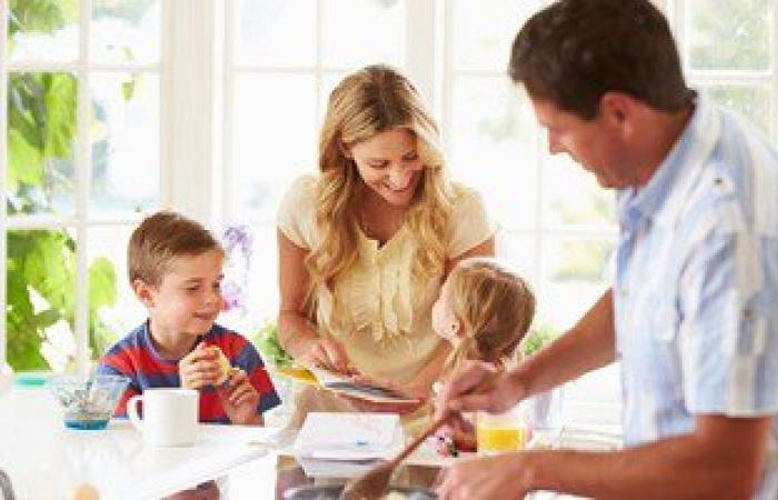 8 طرق مختلفة لإقناع طفلك بتناول الأطعمة المفيدة