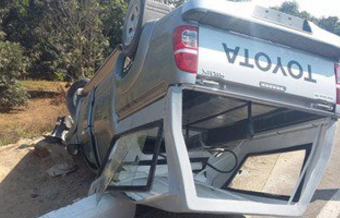 مصرع أمين شرطة ومهندس بترول وإصابة طفل فى انقلاب سيارة على طريق مطروح