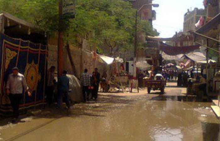انفجار بالوعة صرف والمياه تغرق أكبر شوارع الفشن جنوب بنى سويف