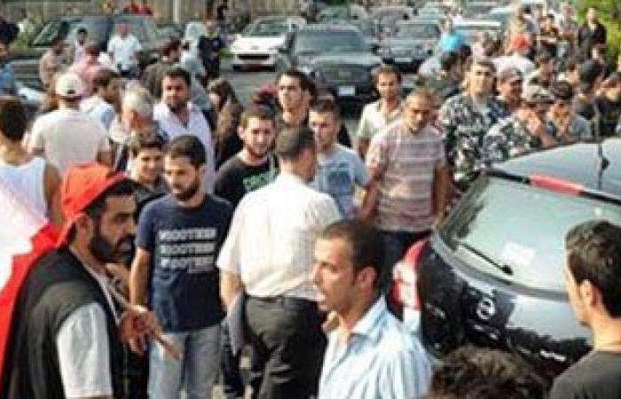 شباب لبنان يعتصمون فى بيروت احتجاجًا على أزمة تراكم النفايات