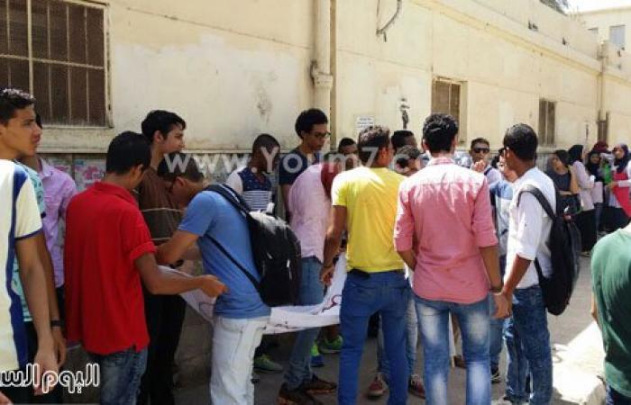"""طلاب الثانوية يتظاهرون أمام """"التعليم"""" احتجاجا على تخصيص 30 درجة للقدرات"""