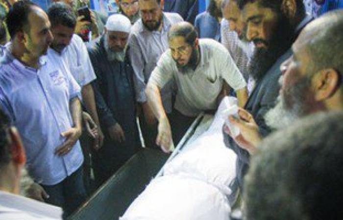 وصول جثمان عصام دربالة إلى مثواه الأخير بقرية بنى خالد فى المنيا