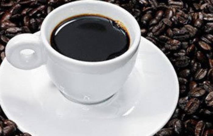 انتبه.. الشاى والقهوة من الأسباب المؤدية للعرق ورائحة الجسم الكريهة