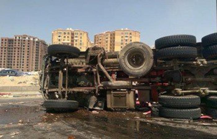 مصرع مزارع وإصابة آخر فى حادث انقلاب سيارة على طريق مطروح
