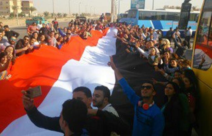 بالصور.. 2000 شاب يرفعون علم مصر فى جنوب سيناء أثناء توجههم لشرم الشيخ