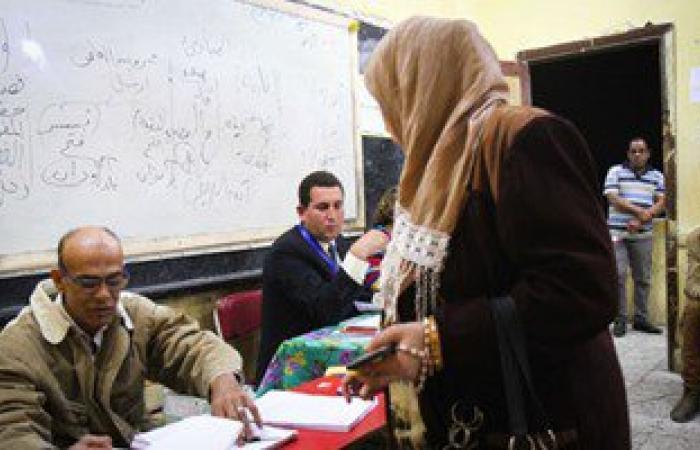 رئيس لجنة بالمرج يرفض طلب سيدة أمية الاستعانة بابنتها لاختيار المرشحين