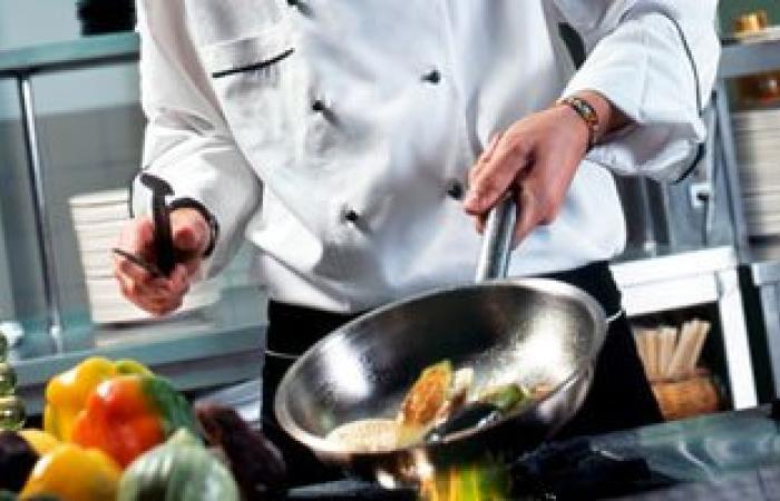 4 أخطاء ترتكبينها أثناء الطهى تعرض أسرتك للضرر والتسمم.. اعرفيها