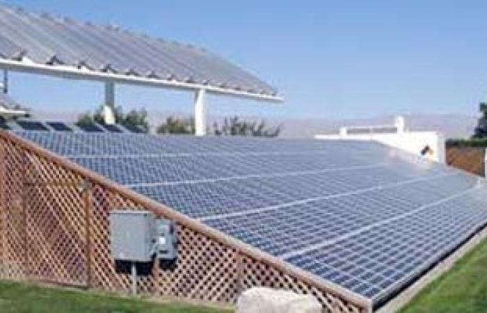 مكتب مشاريع الإمارات ينتهى من 95% من أنظمة الطاقة الشمسية المنزلية بمصر