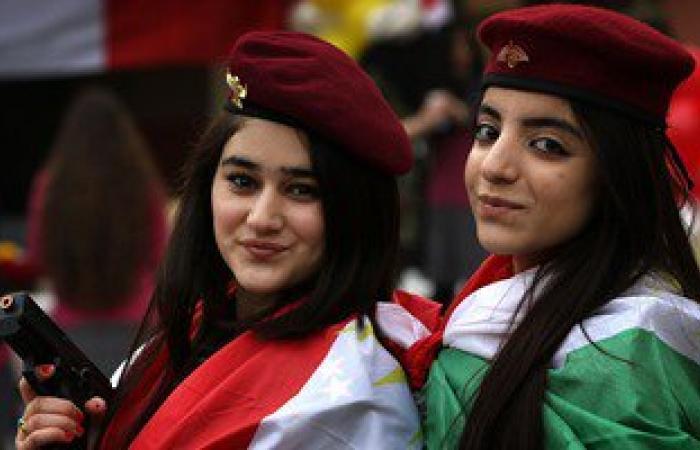 """بالصور.. فتيات أربيل يحتفلن بيوم """"العلم"""" الكوردستانى"""