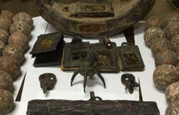 بالصور.. ضبط 378 قطعة أثرية نادرة داخل مركز تعليمى قبل بيعها بالنزهة