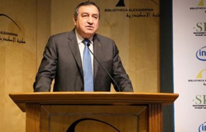 عصام شرف ينعى إبراهيم بدران خلال مسابقة انتل بمكتبة الإسكندرية