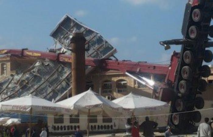 """سقوط رافعة """"هيدروليكية"""" على نادى السيارات بالإسكندرية أثناء إزالة مخالفات"""