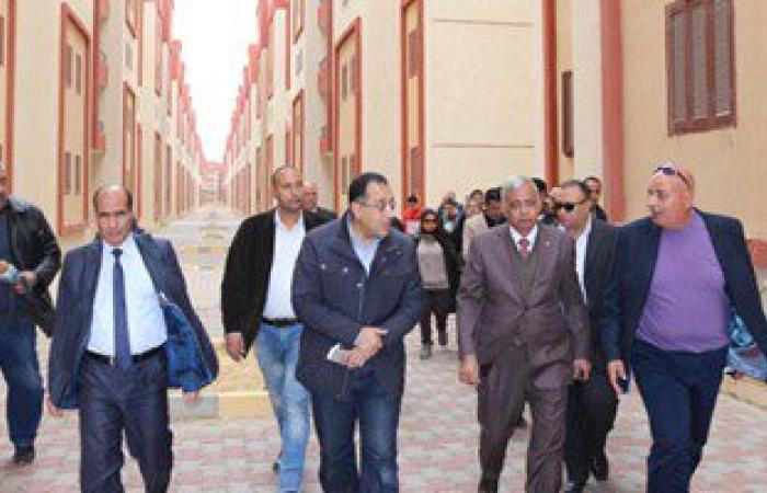 بالصور.. وزير الإسكان فى جولة تفقدية بمدن الإسكان الاجتماعى بمحافظة السويس
