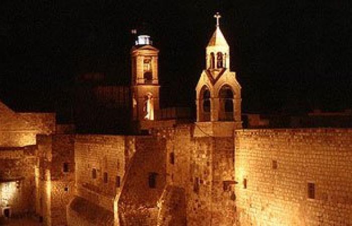 كنيسة المهد فى بيت لحم تقيم قداس منتصف الليل