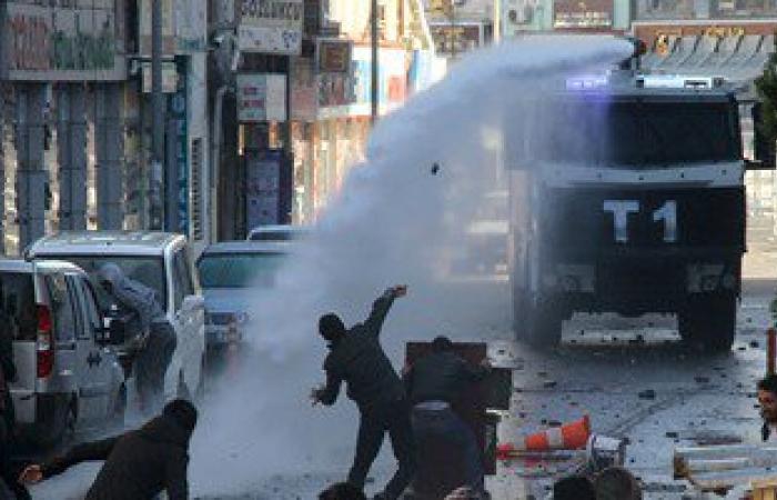 الأمن يفرق مظاهرة إخوانية قطعت الطريق فى العاشر
