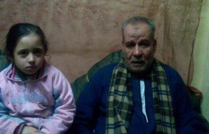 """بالفيديو والصور.. أب مسن نناشد """"وزير الداخلية"""" بالإفراج عن ابنائه بقرار العفو الشرطى"""