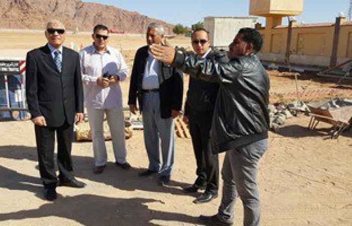 بالصور.. السكرتير العام لجنوب سيناء يتفقد مرور شرم الجديد
