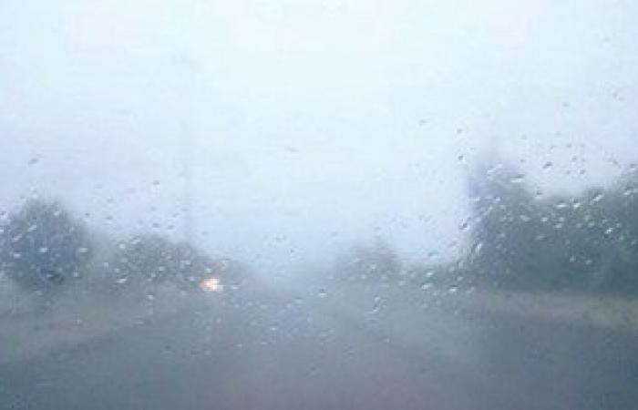 """هاشتاج صوت المطر يتصدر تويتر..وتغريدة ساخرة: يوم حافل بـ""""الزحاليق"""""""