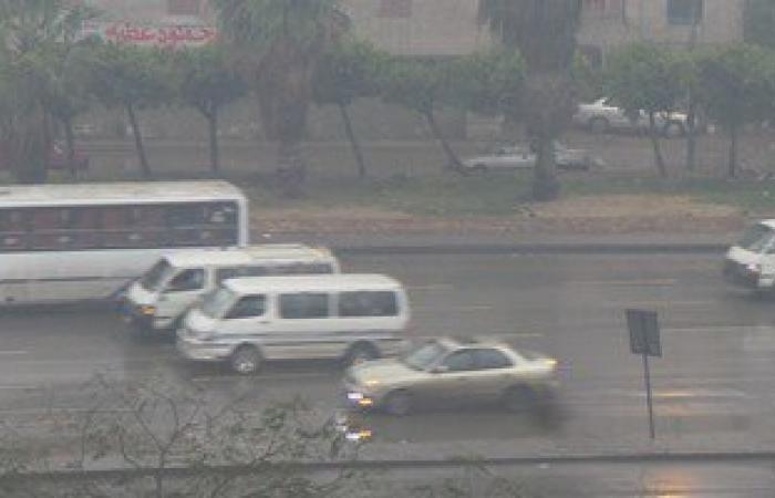 بالفيديو والصور.. أمطار غزيرة بالقليوبية وحذر السائقين بطريق إسكندرية الزراعى