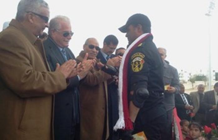 بالصور.. محافظ جنوب سيناء يصرف 15 ألف جنيه للمشاركين فى العرض العسكرى