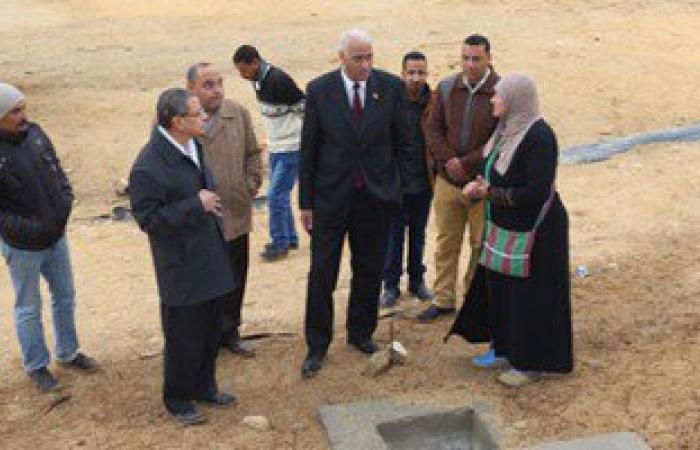 بالصور.. محافظ السويس يتفقد منطقة عيون موسى لمتابعة أعمال التطوير
