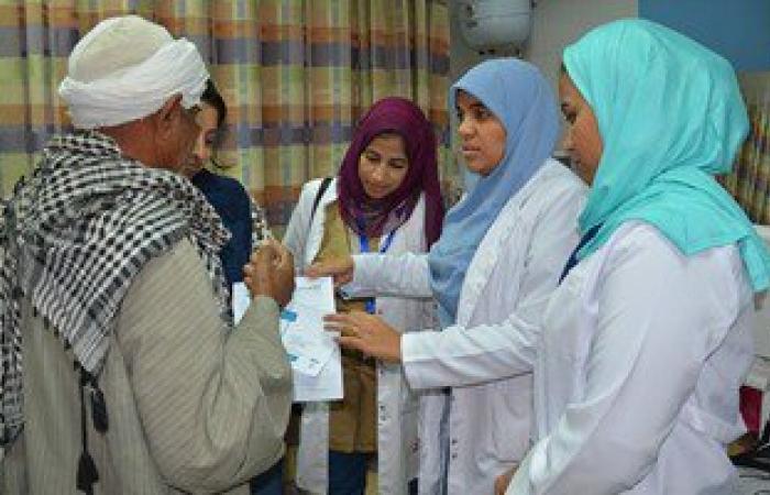 بالصور.. نقابة أطباء الأقصر تواصل علاج مرضى الرمد بالمجان