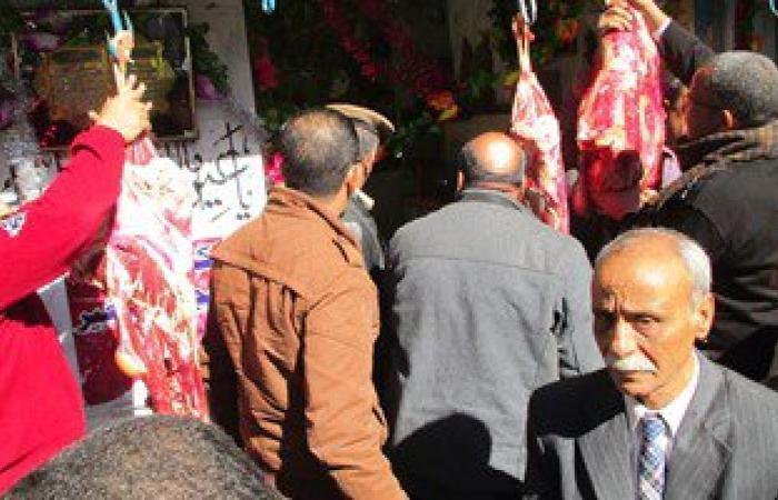 محافظ سوهاج يغلق محل جزارة يبيع لحوما غير صالحة للاستهلاك الآدمى
