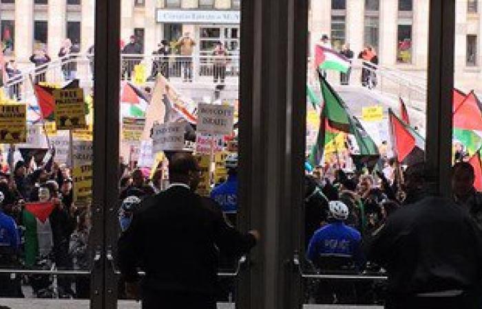 بالصور..مظاهرات مؤيدة لفلسطين خلال انعقاد مؤتمر اللوبى الصهيونى بواشنطن