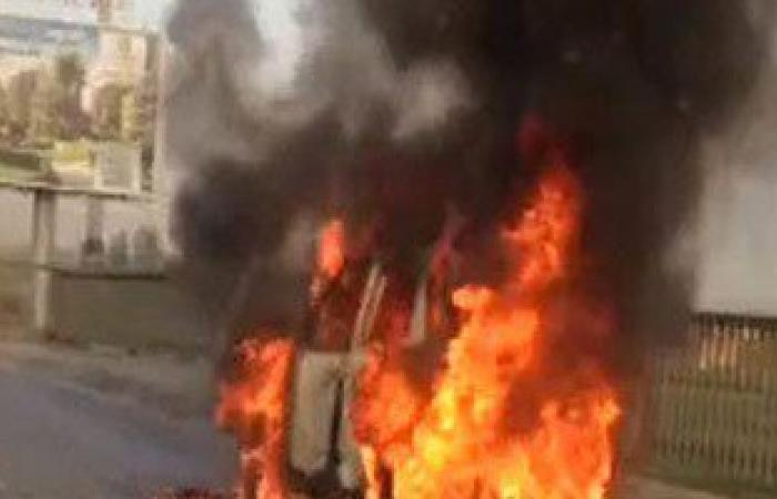 توقف حركة المرور بشارع مراد فى الجيزة بسبب حريق سيارة ملاكى