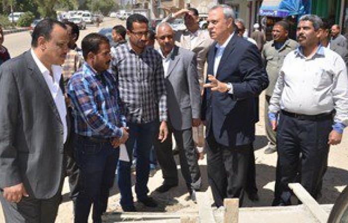 محافظ قنا يتفقد أعمال إعادة رصف الطرق والكبارى العلوية والمشاة بالمحافظة