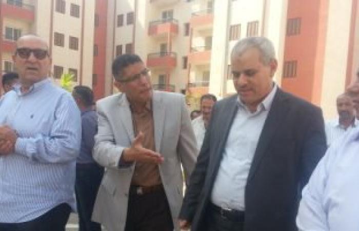 بالصور.. وزير الإسكان يسلم 50 وحدة سكنية للمستحقين بالعاشر غداً