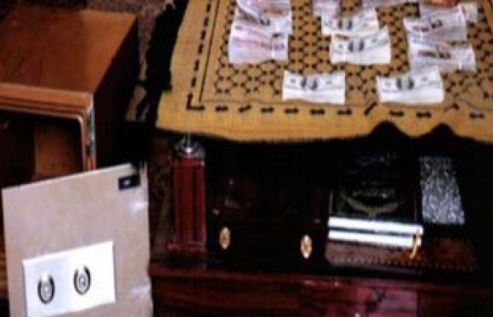 ضبط عامل بصيدلية شهيرة بالمنصورة بتهمة سرقة خزينتها لعلاج والدته