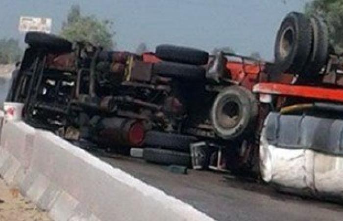 انقلاب سيارة نقل أسطوانات بوتجاز على طريق طنطا – الإسكندرية