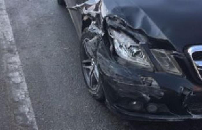 زحام مرورى بسبب حادث تصادم سيارتين أعلى محور أحمد عرابى