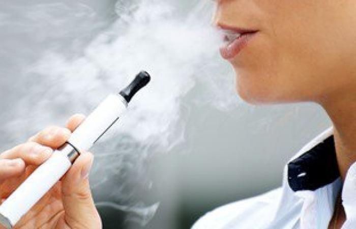 دراسة أمريكية تحذر: السجائر الإلكترونية تدمر اللثة والأسنان