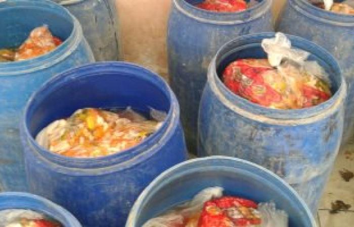 تموين الإسكندرية تضبط 3 أشخاص لحيازتهم مواد غذائية غير صالحة للاستهلاك