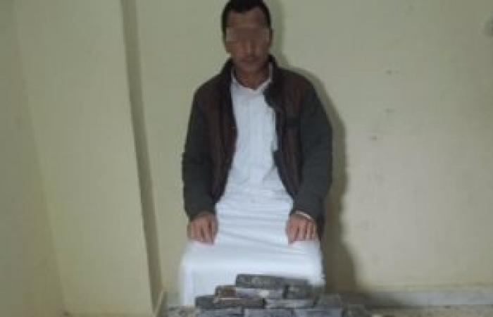 """القبض على عاطل بحوزته 50 طربة حشيش بطريق """"مطروح - السلوم"""""""