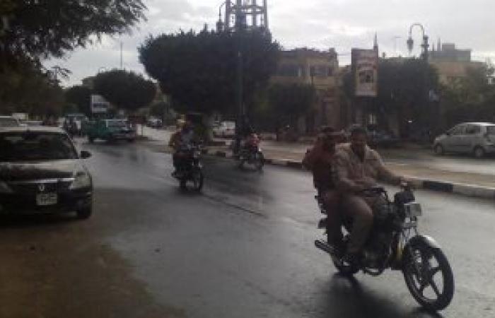 بالصور.. مرور المنيا يتابع حالة الطرق بعد هطول أمطار غزيرة