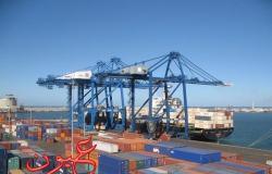 ميناء دمياط يستقبل 6 سفن حاويات وبضائع عامة