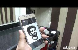 في تجربة مختلفة من نوعها.. حلاق مصري يرسم محمد صلاح على رأس زبائنه