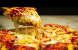 في دقائق اعملي لأولادك بيتزا الجبنة والتونة على العشاء