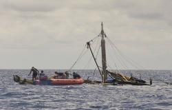 أمواج البحر تقذف 6 صيادين مصريين إلى وسط غزة