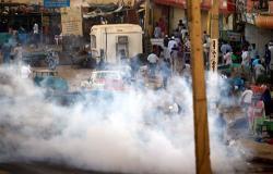 الشرطة السودانية تطلق الغاز على مسيرة متوجهة صوب القصر تطالب برحيل البشير