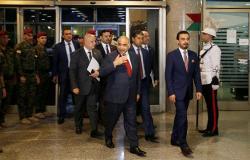 """في زيارة مفاجئة... رئيس الوزراء العراقي يتفقد """"مدينة الاحتجاجات"""""""