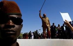 مصادر تقول إن الرئيس السوداني سيغادر البلاد خلال يومين إلى قطر