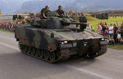 وزير الدفاع الفنزويلي يعلن موقف الجيش من تحركات المعارضة…والمدرعات تتجه إلى العاصمة