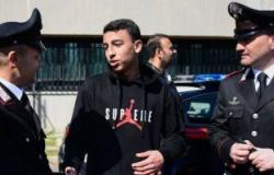 الطالب المصرى بطل الحافلة الإيطالية يحكى كيف خدع السائق وأنقذ 51 من زملائه