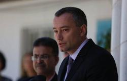 ملادينوف: إطلاق صاروخ باتجاه تل أبيب حادث خطير ونتابع الموقف مع مصر